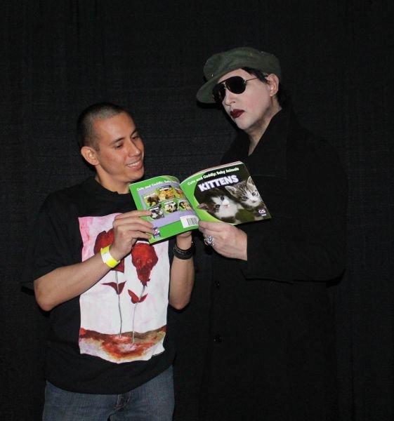 Manson loves kittens. .. Shesaidshewaslegol asdasdasdsa