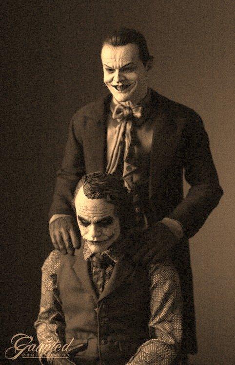 Dis som creepy . Jack Nicholson standing behind Heath Legder. Let the clown phobias begin.... now.. Dis som creepy Jack Nicholson standing behind Heath Legder Let the clown phobias begin now