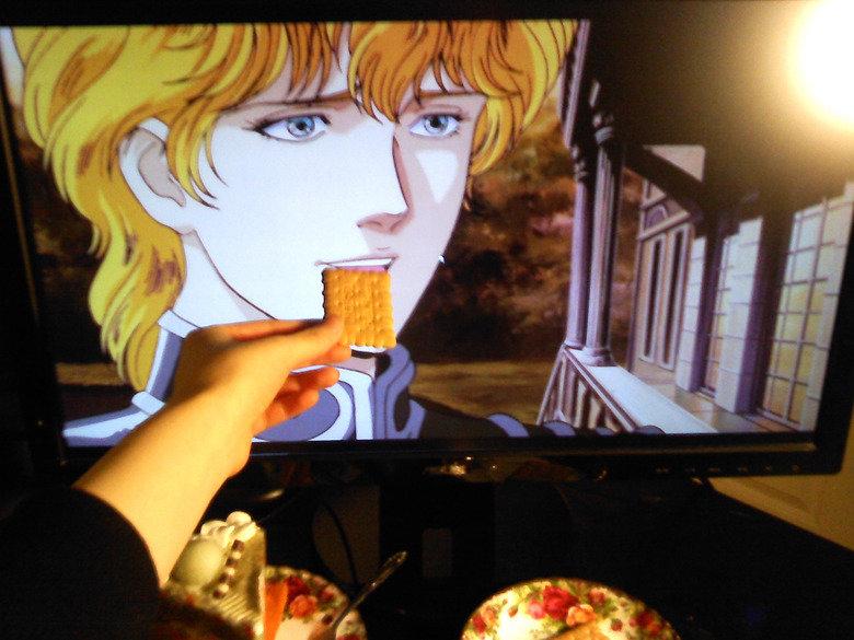 Eat something, Reinhard-Sama. . Eat something Reinhard-Sama