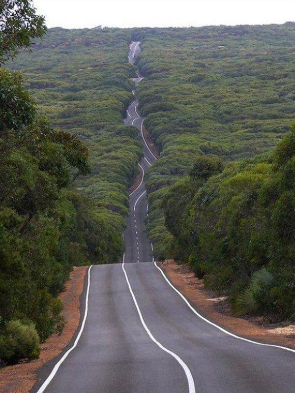 Petrol head´s dream road. all I need is sth like a BMW M5.. Boring, way too straight asdasdasdas